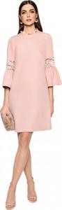 Różowa sukienka L'AF trapezowa z długim rękawem