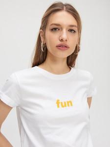 T-shirt Cropp z okrągłym dekoltem w młodzieżowym stylu