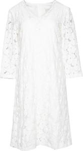 Sukienka Bialcon z dekoltem w kształcie litery v z długim rękawem w stylu casual