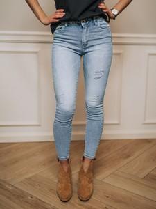 Jeansy Promese z jeansu w street stylu