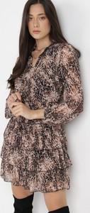Sukienka born2be z tkaniny mini z długim rękawem