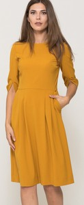 Żółta sukienka VISSAVI rozkloszowana w stylu casual