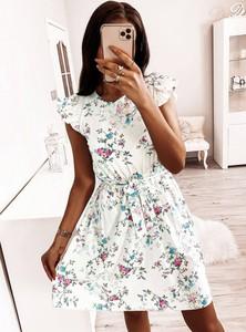 Sukienka Pakuten z okrągłym dekoltem trapezowa