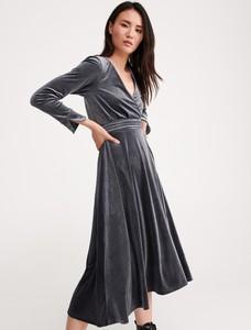 Sukienka Reserved z dekoltem w kształcie litery v maxi w stylu casual