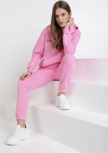 Różowy dres born2be