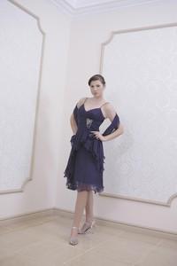 Granatowa sukienka Fokus rozkloszowana z dekoltem w kształcie litery v