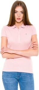 Różowy t-shirt Tommy Hilfiger w sportowym stylu z kołnierzykiem
