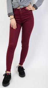 Czerwone jeansy Olika w młodzieżowym stylu