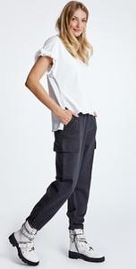 Spodnie Naoko w militarnym stylu