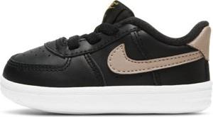Czarne buty sportowe Nike sznurowane