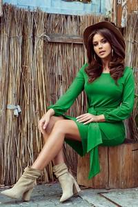 Zielona sukienka NUMOCO w stylu casual z długim rękawem