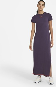 Sukienka Nike w sportowym stylu