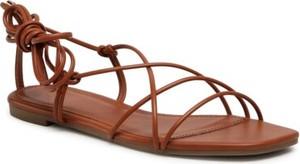 Brązowe sandały Jenny Fairy w stylu casual