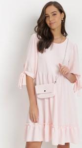 Różowa sukienka born2be trapezowa mini z okrągłym dekoltem