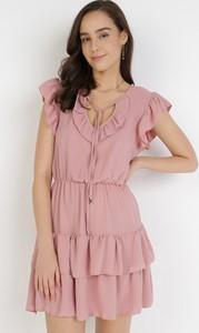 Różowa sukienka born2be z krótkim rękawem z dekoltem w kształcie litery v mini