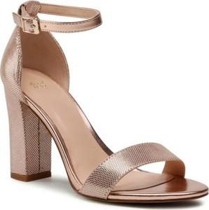 Złote sandały Jenny Fairy z klamrami