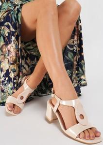 Sandały Renee z klamrami na słupku