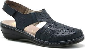 Granatowe sandały Rieker na koturnie w stylu casual na niskim obcasie