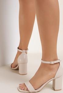 Sandały Renee z klamrami