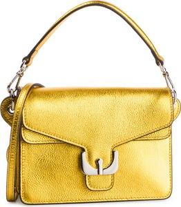 Żółta torebka Coccinelle w młodzieżowym stylu mała na ramię