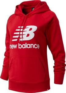Czerwona bluza New Balance w sportowym stylu