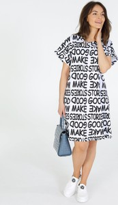 Sukienka Unisono z krótkim rękawem w stylu casual midi
