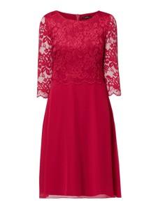 Czerwona sukienka Vera Mont mini z długim rękawem z okrągłym dekoltem