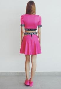 Sukienka Mar.ska z dresówki z krótkim rękawem z okrągłym dekoltem