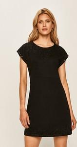 Sukienka Desigual z okrągłym dekoltem z krótkim rękawem