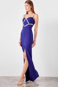 Sukienka Trendyol maxi z dekoltem w kształcie litery v dopasowana