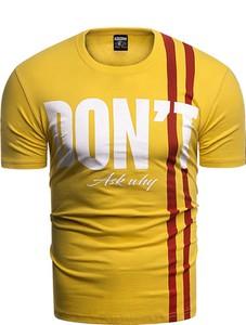 Żółty t-shirt Risardi w młodzieżowym stylu z krótkim rękawem
