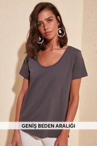 T-shirt Trendyol w stylu casual z okrągłym dekoltem