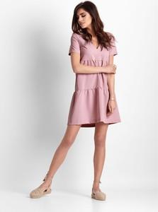 Różowa sukienka Ivon mini z krótkim rękawem oversize