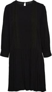 Czarna sukienka Vero Moda z długim rękawem z okrągłym dekoltem