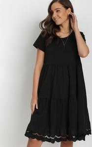 Czarna sukienka born2be z okrągłym dekoltem z krótkim rękawem mini