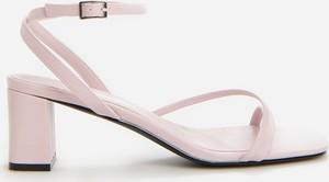 Różowe sandały Reserved w stylu casual