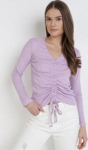 Fioletowa bluzka born2be z dekoltem w kształcie litery v