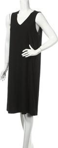 Sukienka Cordelia St w stylu casual z dekoltem w kształcie litery v prosta