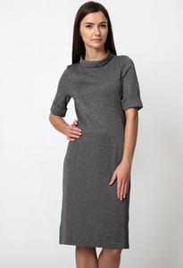 Sukienka QUIOSQUE midi prosta w stylu casual