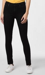 Czarne jeansy ARMEDANGELS w street stylu