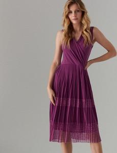 Fioletowa sukienka Mohito z dekoltem w kształcie litery v