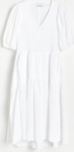 Sukienka Reserved z tkaniny z dekoltem w kształcie litery v w stylu casual