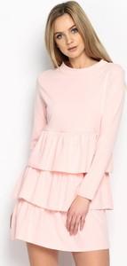 Różowa sukienka Multu z długim rękawem mini z okrągłym dekoltem