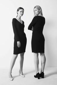 Czarna sukienka Toutset dopasowana