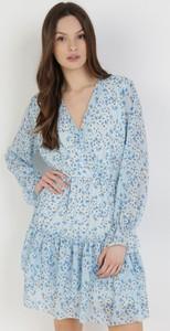Niebieska sukienka born2be z dekoltem w kształcie litery v mini z długim rękawem