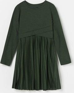 Zielona sukienka dziewczęca Reserved z dzianiny