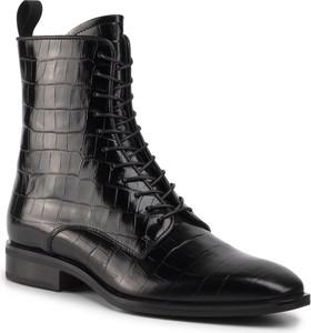 Czarne botki Gino Rossi z płaską podeszwą sznurowane