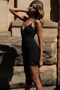 Sukienka Ivet.pl z dekoltem w kształcie litery v asymetryczna
