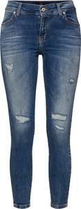 Niebieskie jeansy LTB w street stylu