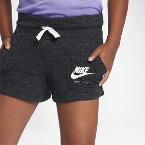 Czarne szorty Nike w stylu retro